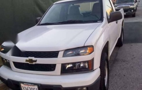 Pickup up Chevrolet Colorado blanca