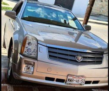 Hermosa Cadillac, súper familiar.