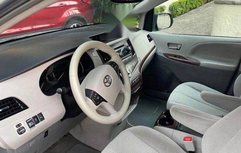 Toyota Sienna lista para viajar CRÉDITO