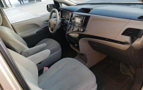 Toyota Sienna 2014 como nueva placas de Jalisco