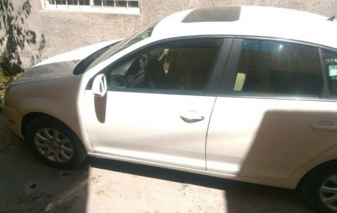 Vendo Volkswagen Bora 2.5 Automático Jalando al 100