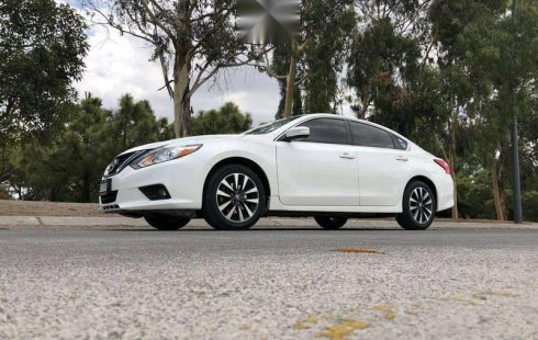 Impecable Nissan Altima Advance 2017