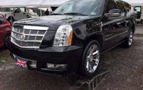 Cadillac Escalade color negro