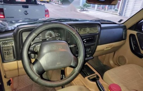 Vendo Cherokee Sport 4x2 modelo 99