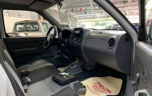 Nissan np300 estacas impecable preciosa credito