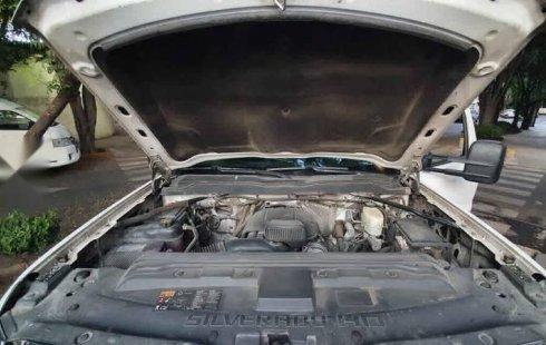 Chevrolet Silverado 2017 2p WT Chasis Cab V8/6.0 M