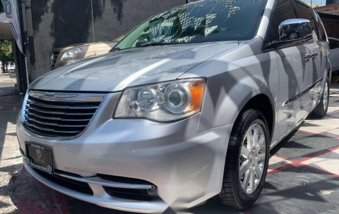 CHRYSLER TOWN & COUNTRY LIMITED 2011