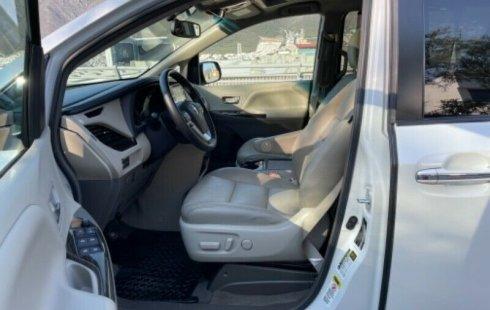 Toyota Sienna XLE Piel 2015
