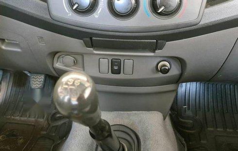 Auto Toyota Hilux 2013 de único dueño en buen estado