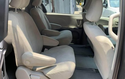 Toyota siena LE 2011 impecable
