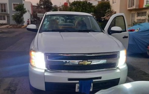 Auto Chevrolet Silverado 2009 de único dueño en buen estado