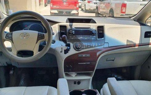 Se pone en venta Toyota Sienna 2011