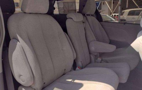 Se vende urgemente Toyota Sienna 2013 en Zapopan