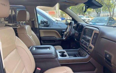 Auto GMC Sierra Denali 2017 de único dueño en buen estado