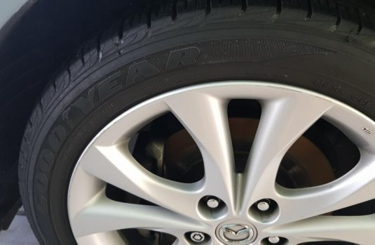 Mazda Mazda 3 2011 color gris