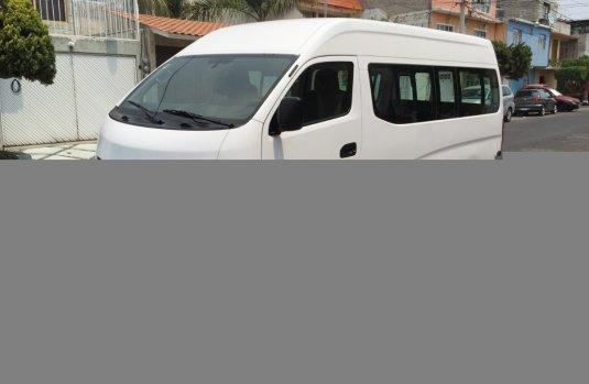 a43e5d29d7d Vendo un Nissan Urvan impecable 538037
