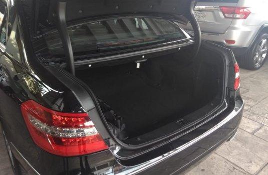 Carro Mercedes-Benz Clase E 2011 de único propietario en buen estado