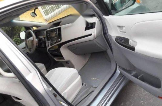Pongo a la venta cuanto antes posible un Toyota Sienna que tiene todos los documentos necesarios