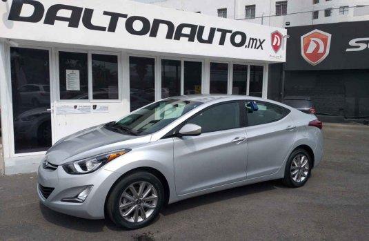 Me veo obligado vender mi carro Hyundai Elantra 2016 por cuestiones económicas