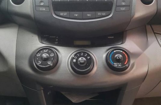 Coche impecable Toyota RAV4 con precio asequible