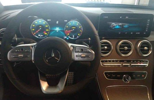 Carro Mercedes-Benz Clase C 2019 en buen estadode único propietario en excelente estado