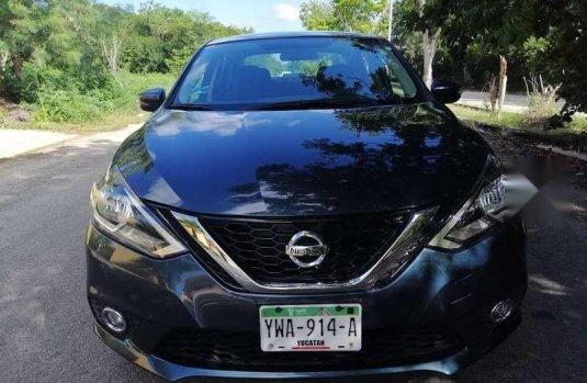 Un carro Nissan Sentra 2017 en Mérida