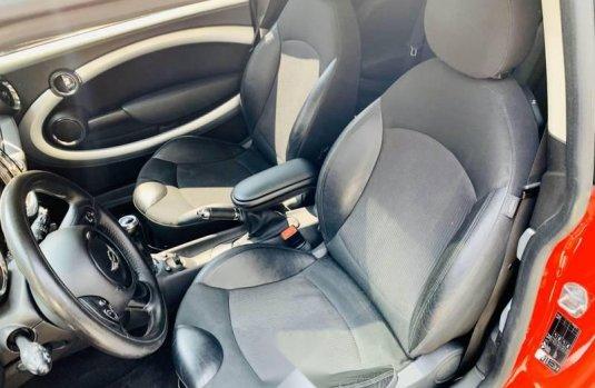 Pongo a la venta cuanto antes posible un MINI Cooper S en excelente condicción a un precio increíblemente barato
