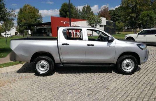 Carro Toyota Hilux 2016 en buen estadode único propietario en excelente estado