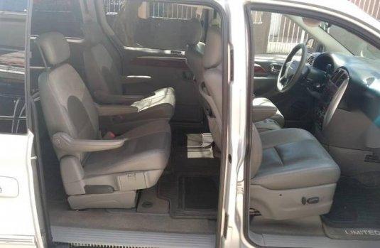 Camioneta exelente estado Chrysler Town & Country