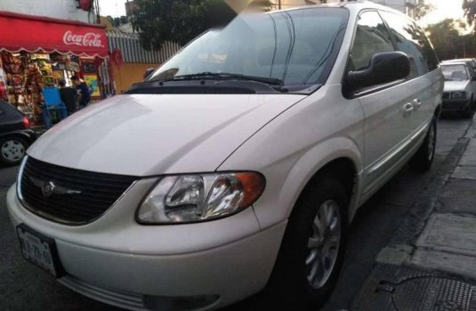 Impecable Chrysler Town & Country 2002