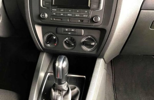 Volkswagen Jetta 4p L4/2.0 Aut