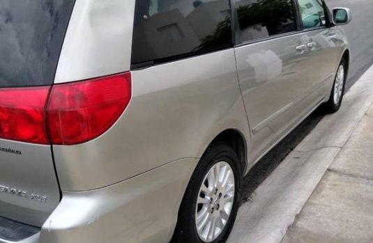 Toyota Sienna XLE 2007