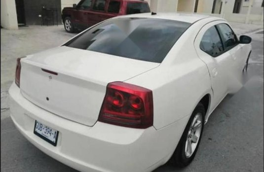 Excelente charger 2008