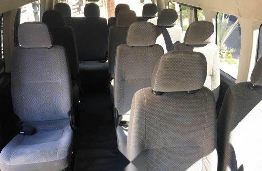 Toyota hiace 15 pasajeros 2013