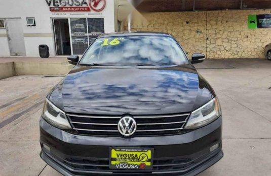 Volkswagen Jetta 2016 4p Sportline L5/2.5 Man