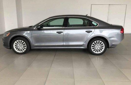 Volkswagen Passat 2016 4p Highline L5/2.5 Aut