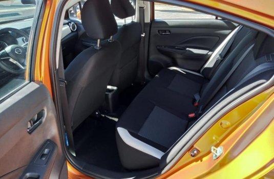 Nissan Versa 2020 Naranja