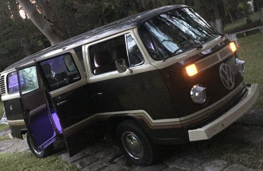 VW Combi 1981 recién restaurada