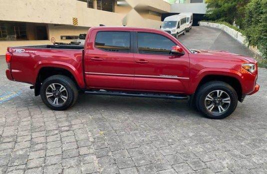 Toyota Tacoma TRD Sport como nueva CRÉDITO