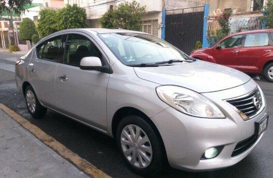 Nissan Versa 2014 Sense Standar Eléctrico Aire/Ac Sonido Stereo Airbags Faros Antiniebla