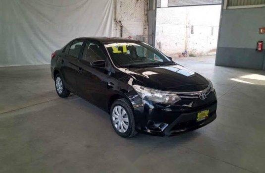 Toyota Yaris 2017 4p Sedán R LE L4/1.5L Aut