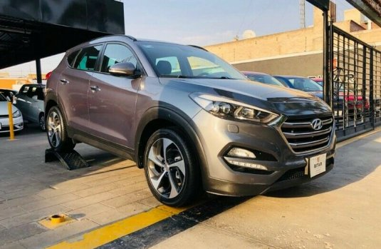 HYUNDAI TUCSON LIMITED TECH GRIS 2017