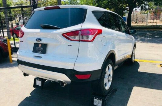 FORD ESCAPE SE BLANCO PLATINO METALIZADO 2013