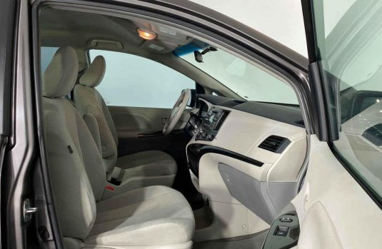 Se vende urgemente Toyota Sienna 2013 en Cuauhtémoc