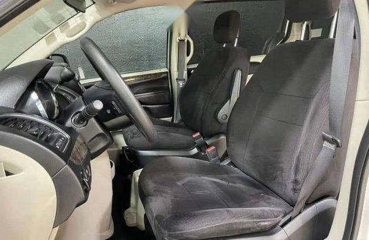 Se pone en venta Chrysler Town & Country 2011