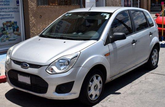 *Ford Fiesta Ikon 2015   Hatchback   Muy buen estado