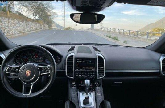 Se pone en venta Porsche Cayenne Turbo 2016