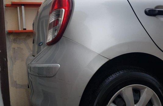 Nissan march 2016 estandar plata active austero