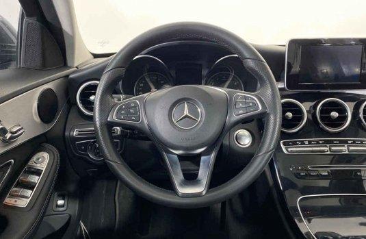 Auto Mercedes-Benz Clase C 2018 de único dueño en buen estado