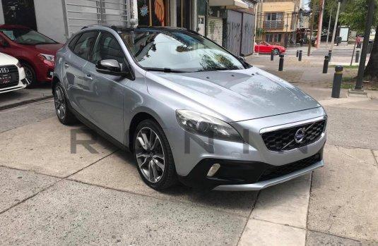 Se pone en venta Volvo V40 2016
